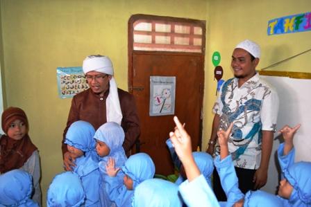 Kunjungan Aa Gym ke Yayasan Fikrul Akbar dan Pabrik HJKARPET