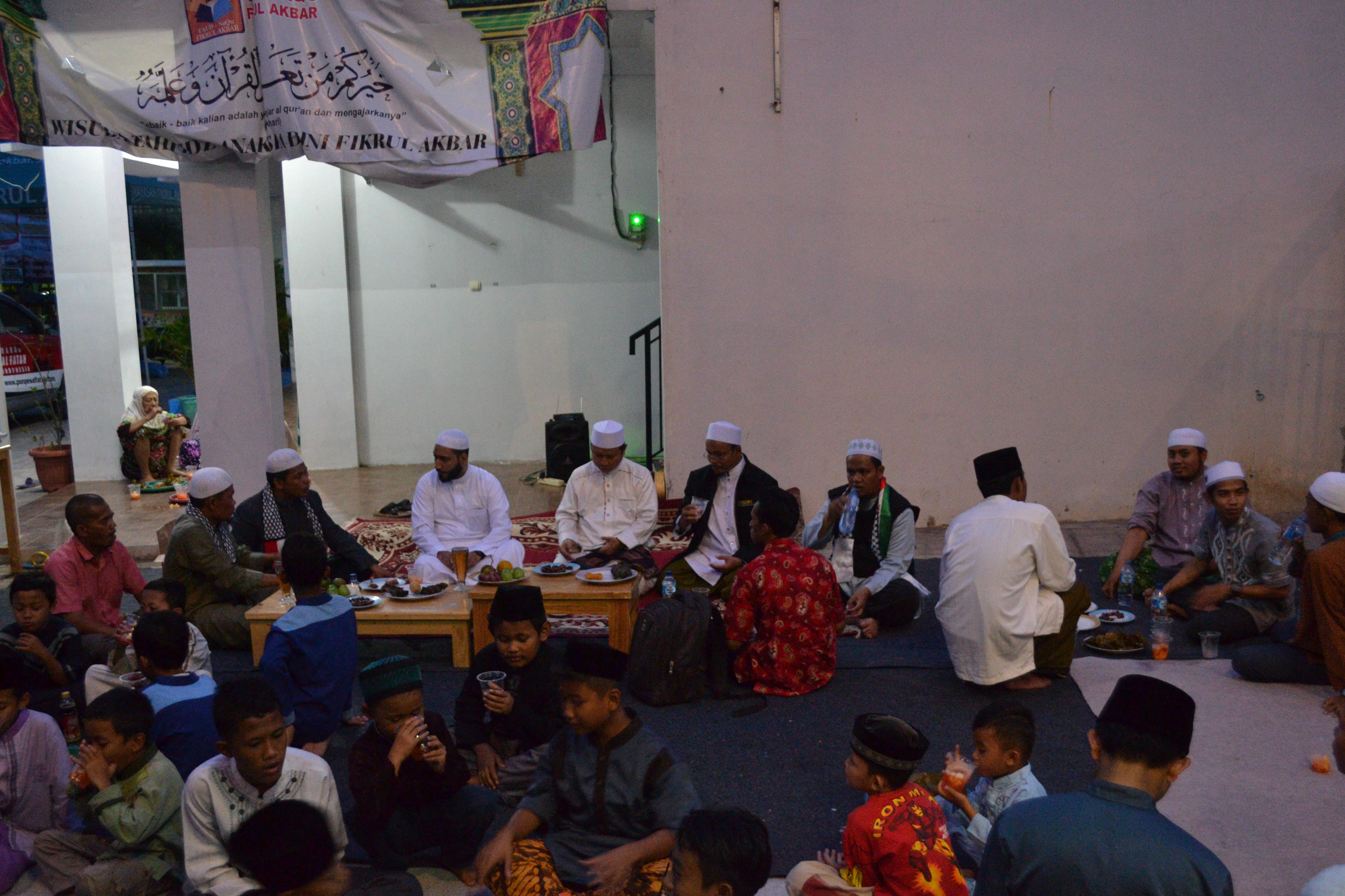 Iftor Jama'i Masjid Fatimah Bersama Syaikh Ayoub Mousa Yousep Dari Palestina